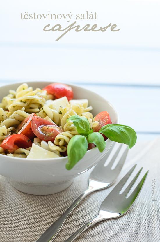 těstovinový salát Caprese