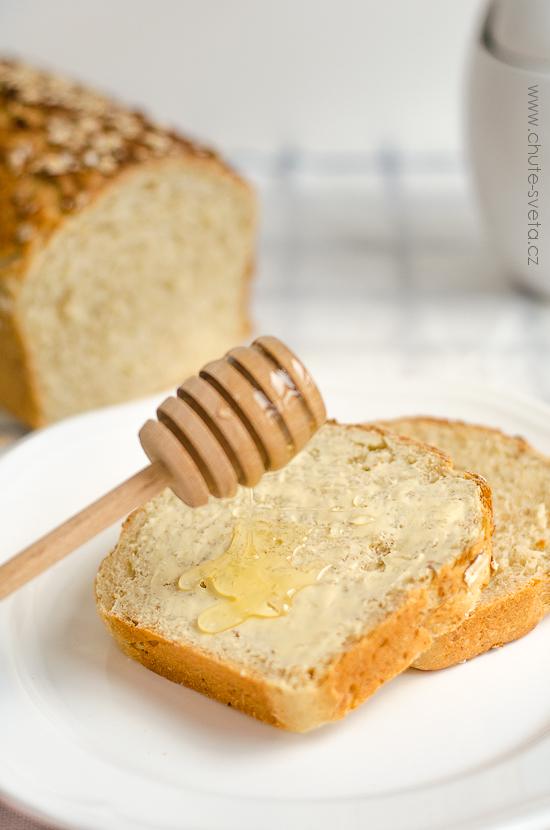 Domácí chléb s ovesnými vločkami a medem předsevzetí 2014