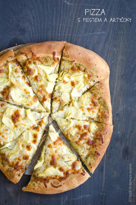 pizza s pestem a artičoky