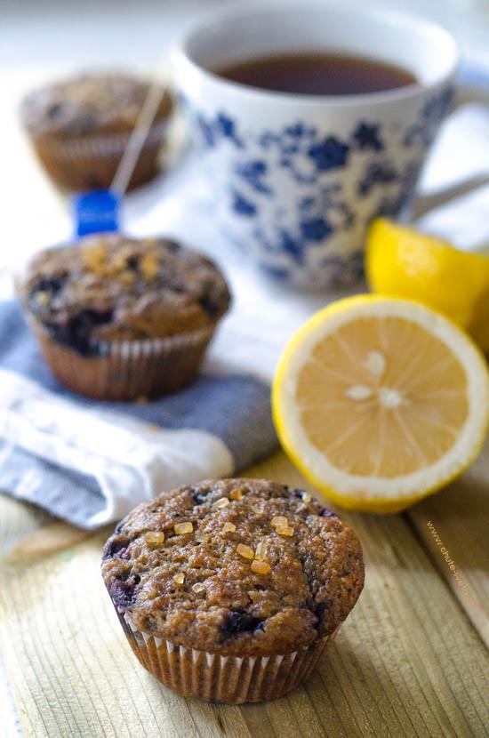 { veganské } banánové muffiny s borůvkami