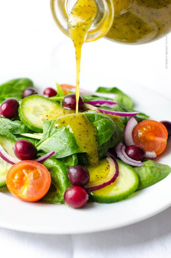 salátový dresink s mákem