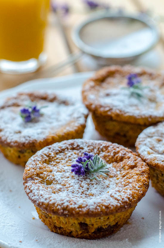ovesné muffiny s banánem a čokoládou